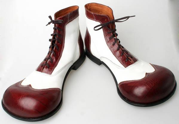 New V-Groove Tool Golf Shoe